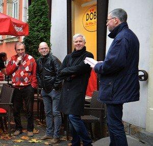 Drei der Macher: Ideengeber und Buchhändler Thomas Schmitz, Karikaturist Thomas Plaßmann und Andreas Göbel, Vorsitzender des Werdener Werberings.