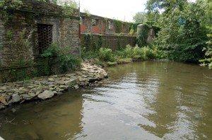 Es ist schon einiges eingefallen bei dem alten Landhaus, das erst 1933 ein Wasserschloss wurde, aber nie als solches gebaut worden war.